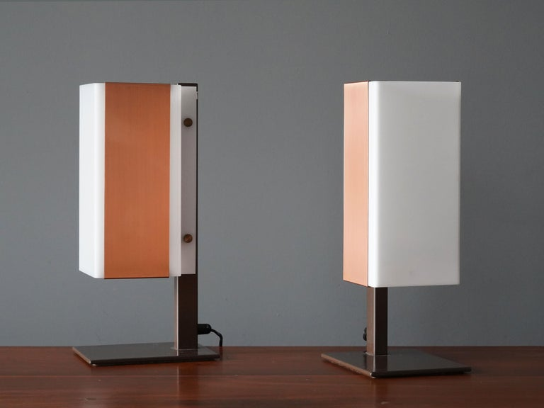 A pair of rare Minimalist table lamps by Lars-Gunnar Nordström for Metallimestarit, Finland, 1970s. In brown lacquered metal, copper and acrylic,  Other designers of the period include Paavo Tynell, Lisa Johansson-Pape, Serge Mouille, Gino