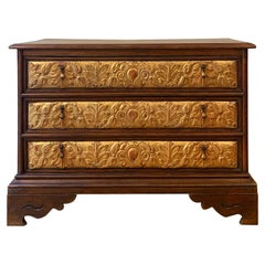 Late 16th Century of Italian Classical Chest Carved Gilded Drawers Walnut