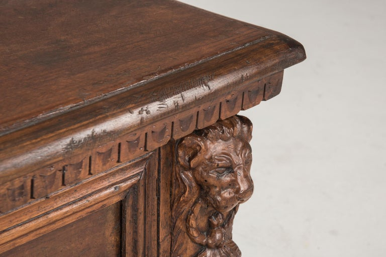 Late 16th Century Walnut Wood Chest For Sale 1