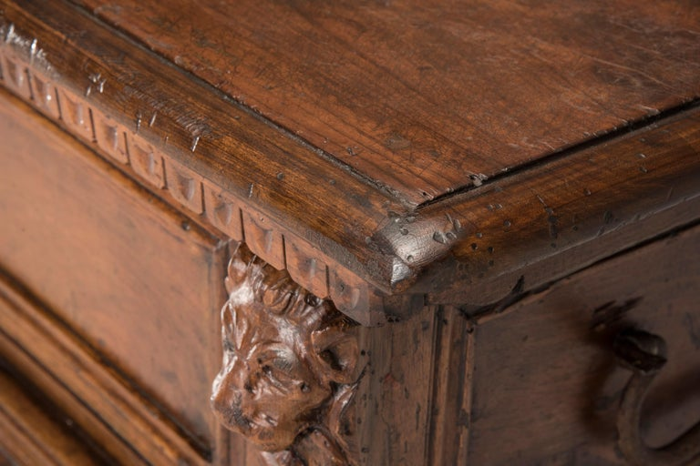 Late 16th Century Walnut Wood Chest For Sale 3