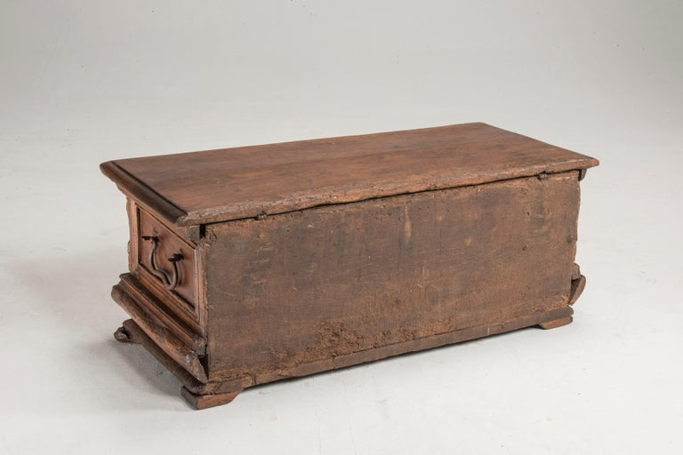 Late 16th Century Walnut Wood Chest For Sale 4