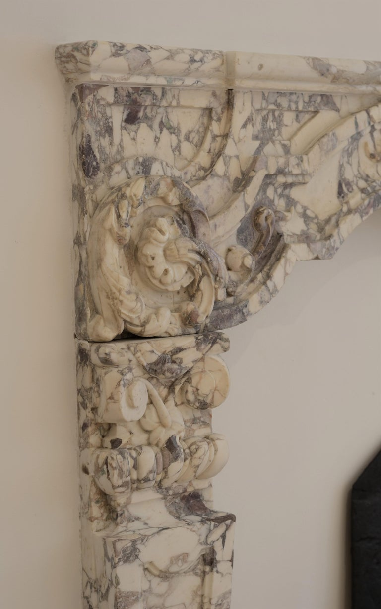Antique Fireplace Mantel in Breche Violet Marble In Fair Condition For Sale In Haarlem, Noord-Holland