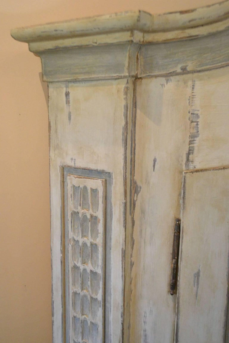 Late 18th Century Armoire in Painted Wood In Good Condition For Sale In Vista, CA