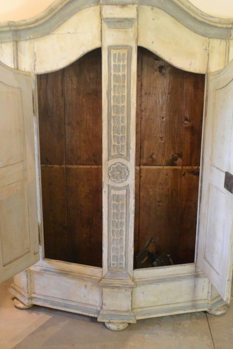 Late 18th Century Armoire in Painted Wood For Sale 2
