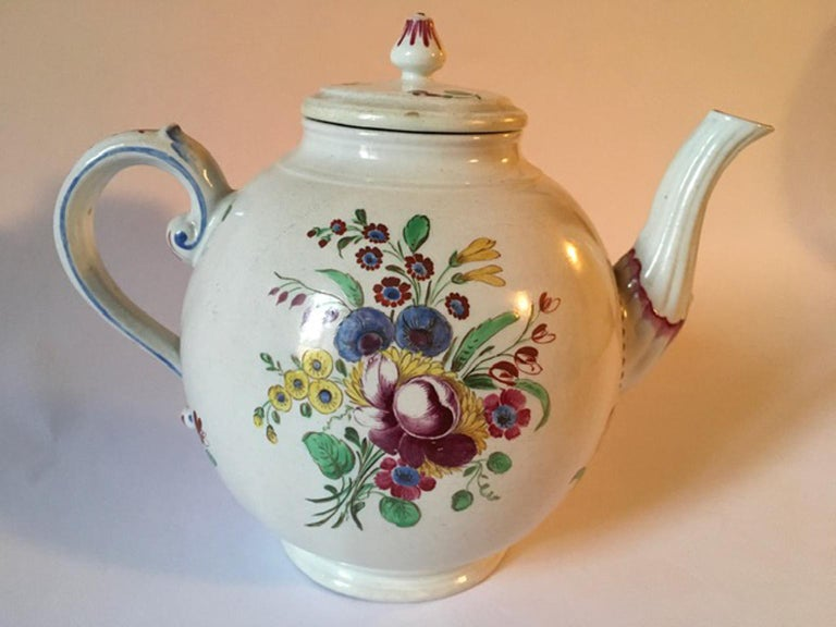Late 18th Century Doccia Richard Ginori Porcelain Tea Pot with Floral Drawings For Sale 8