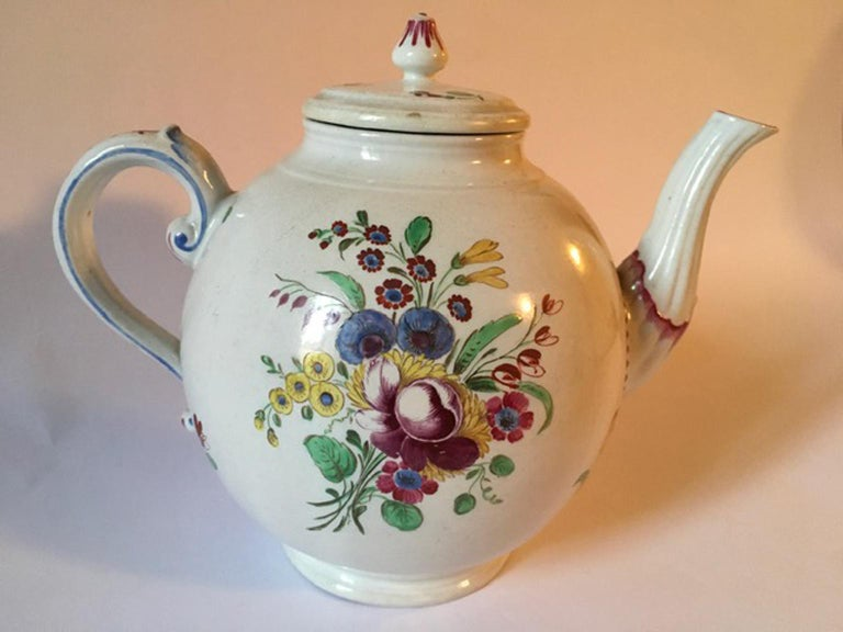 Late 18th Century Doccia Richard Ginori Porcelain Tea Pot with Floral Drawings For Sale 9