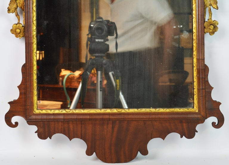 Late 18th Century English Chippendale Carved Mahogany and Parcel Gilt Mirror For Sale 3