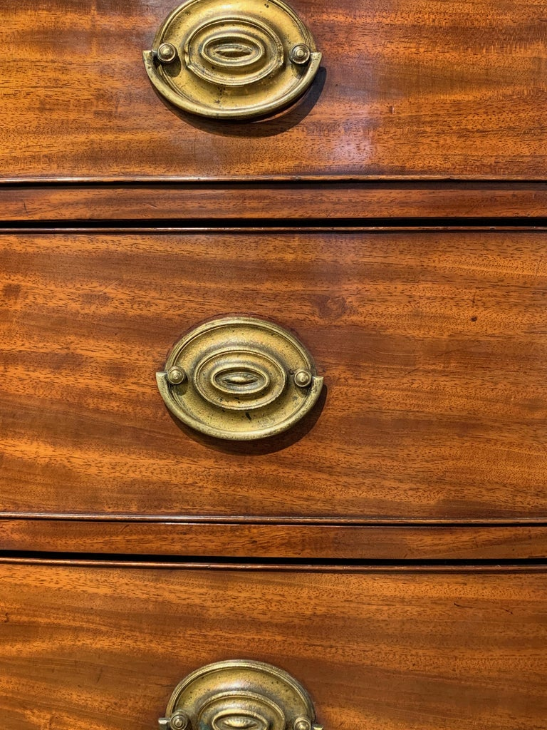 Late 18th Century English Mahogany Bowfront Chest on Chest For Sale 2