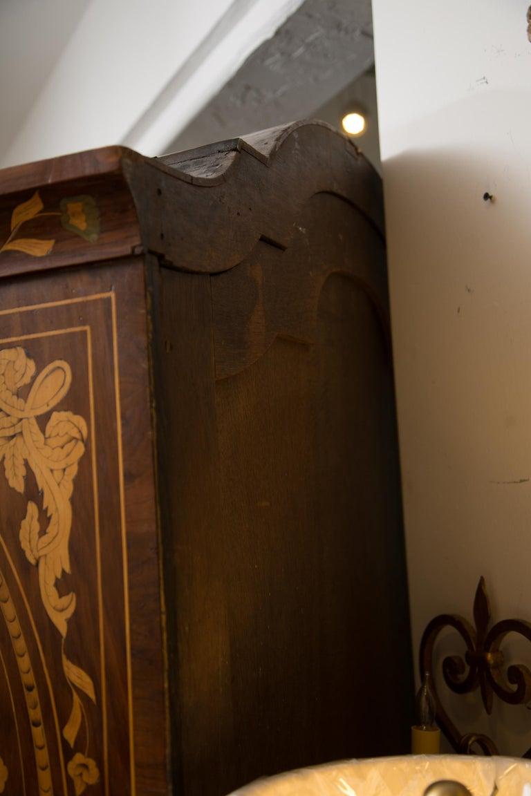 Late 18th Century English Walnut Marquetry Cabinet In Good Condition For Sale In WEST PALM BEACH, FL