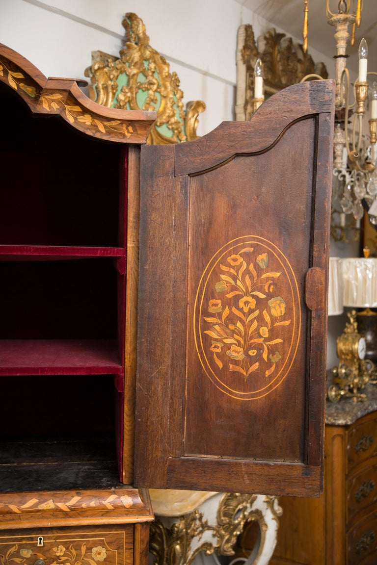 Late 18th Century English Walnut Marquetry Cabinet For Sale 2