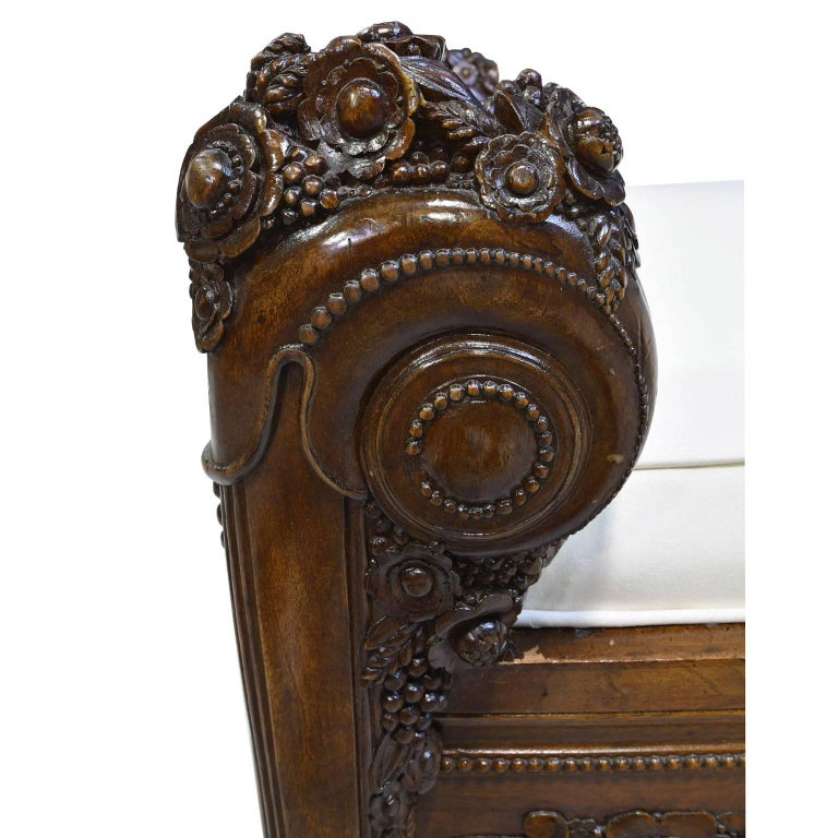Late 18th Century French Directoire Daybed in Carved Mahogany with Upholstery For Sale 1