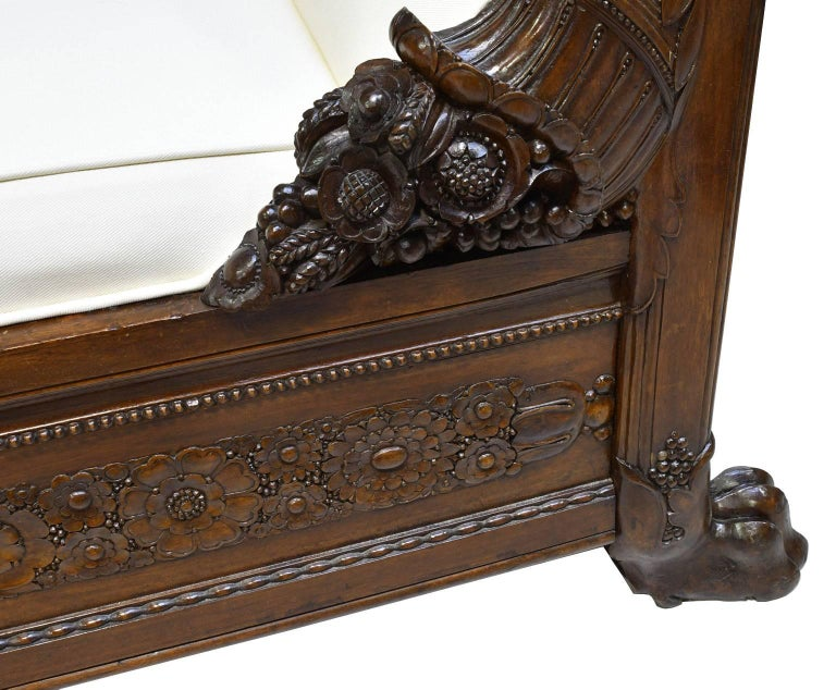Late 18th Century French Directoire Daybed in Carved Mahogany with Upholstery For Sale 4