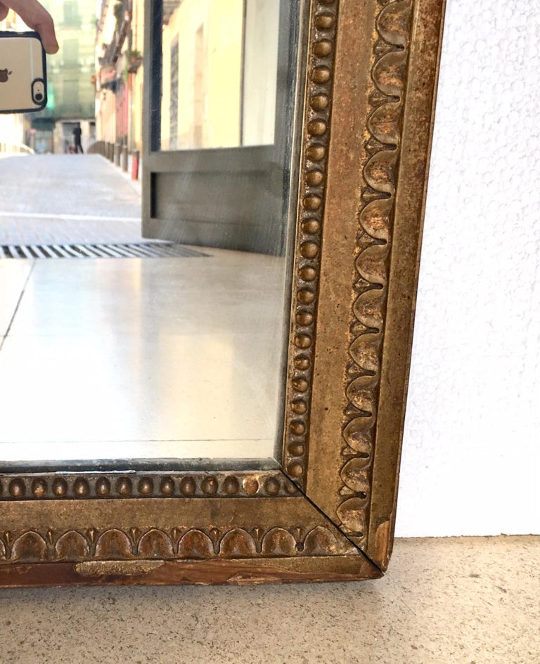Late 18th Century French Louis XVI Carved Giltwood Mirror For Sale 2