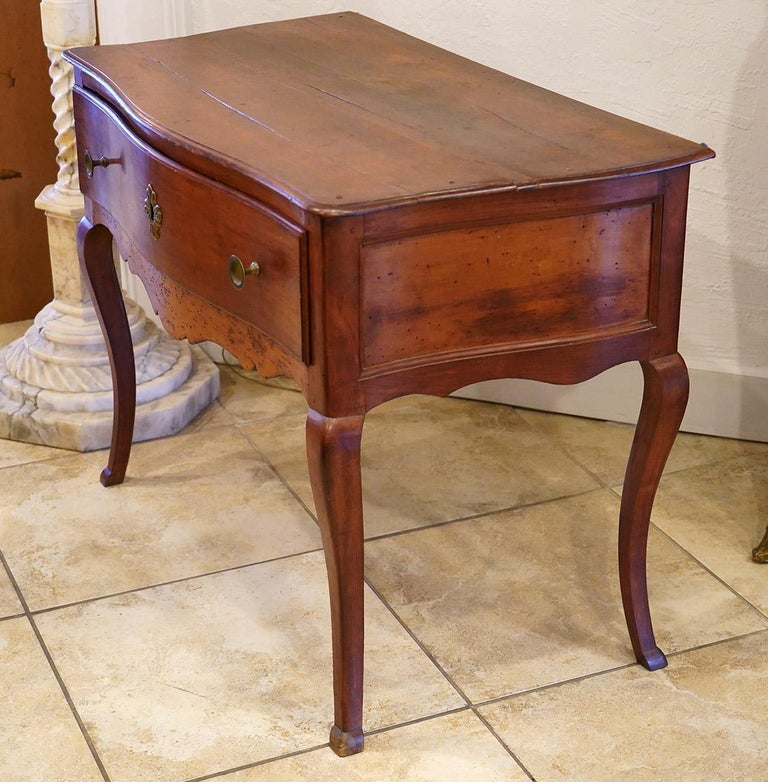 Late 18th Century French Provincial Cherry Serpentine One Drawer Console Table For Sale 6