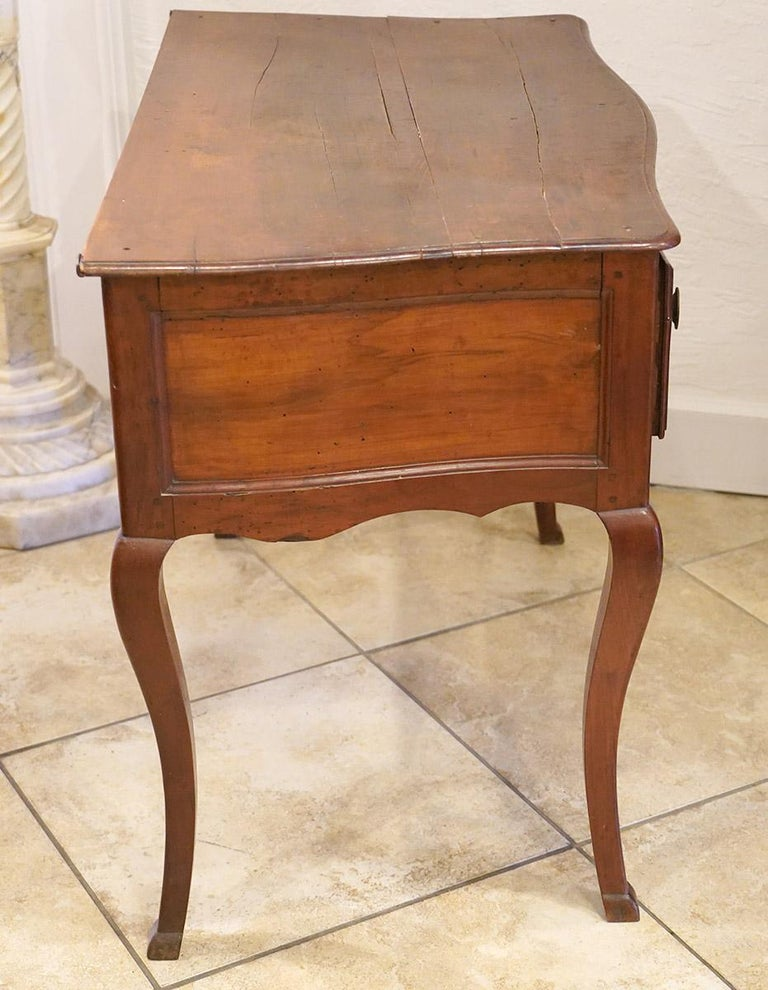Late 18th Century French Provincial Cherry Serpentine One Drawer Console Table For Sale 9