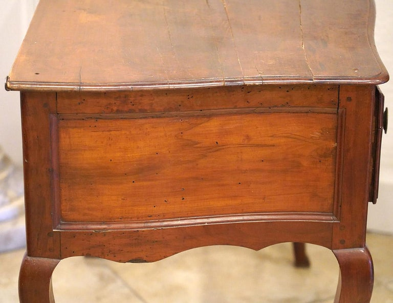 Late 18th Century French Provincial Cherry Serpentine One Drawer Console Table For Sale 10