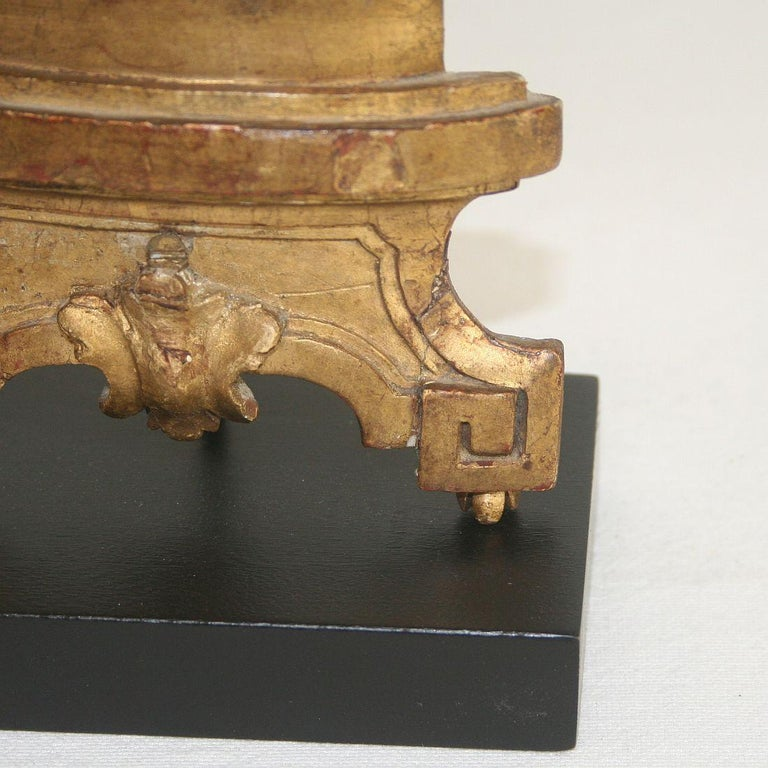 Late 18th Century Italian Giltwood Neoclassical Vase For Sale 6