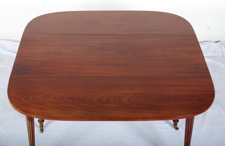 Late 18th Century Mahogany Pembroke Dining Table For Sale 4