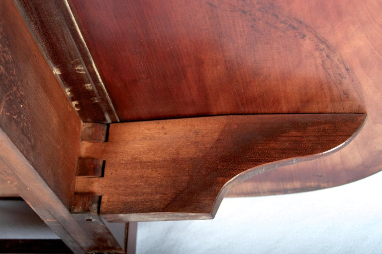 Late 18th Century Mahogany Pembroke Dining Table For Sale 5