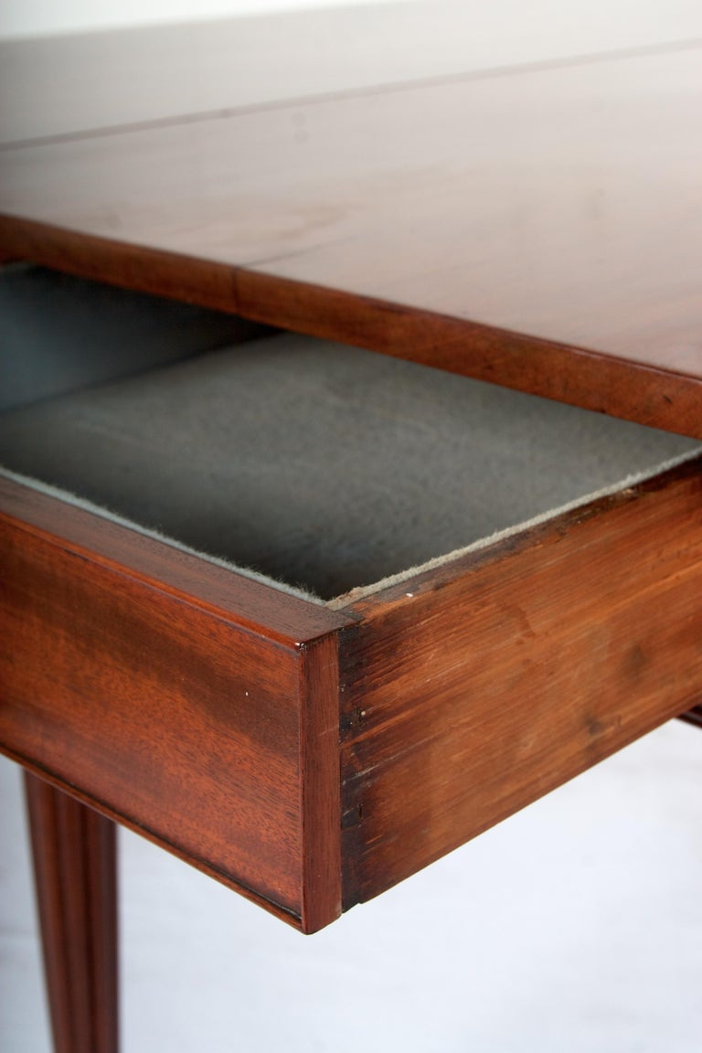 Hand-Crafted Late 18th Century Mahogany Pembroke Dining Table For Sale