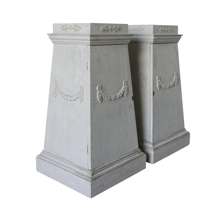 Swedish Late 18th Century Pair of Gustavian Pedestals For Sale