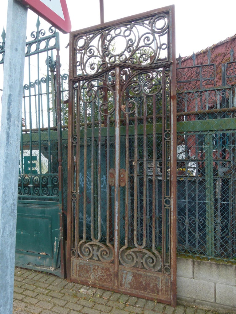 Neoclassical Late 18th Century Spanish Iron Gate For Sale