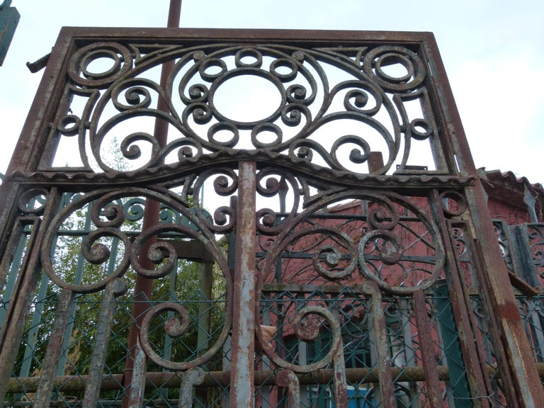 Hand-Crafted Late 18th Century Spanish Iron Gate For Sale