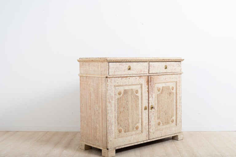Late 18th Century Swedish Double Doored Gustavian Sideboard In Good Condition For Sale In Kramfors, SE