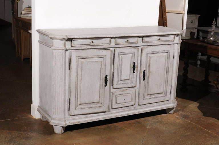 Late 18th Century Swedish Gustavian Painted Wood Sideboard with Fluted Pilasters For Sale 1