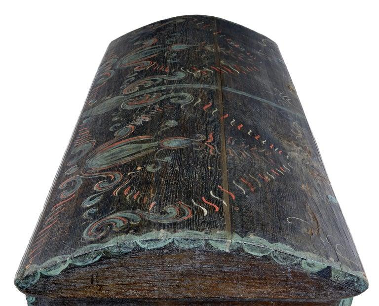 Ende des 18. Jahrhunderts, schwedische Eiche und Hand bemalte Truhe mit Kuppeldeckel 2