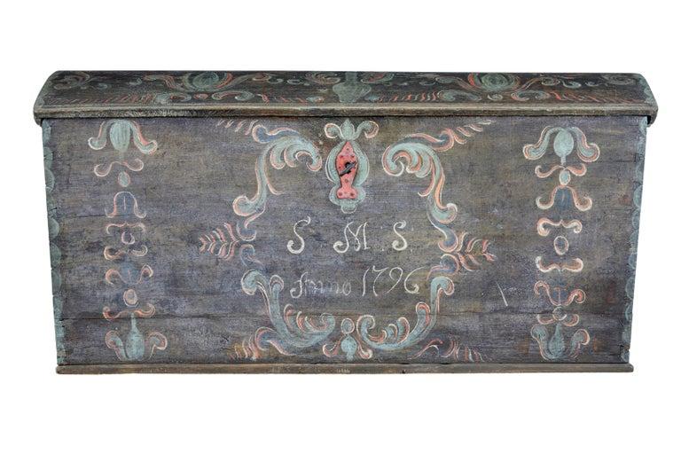 Ende des 18. Jahrhunderts, schwedische Eiche und Hand bemalte Truhe mit Kuppeldeckel 3