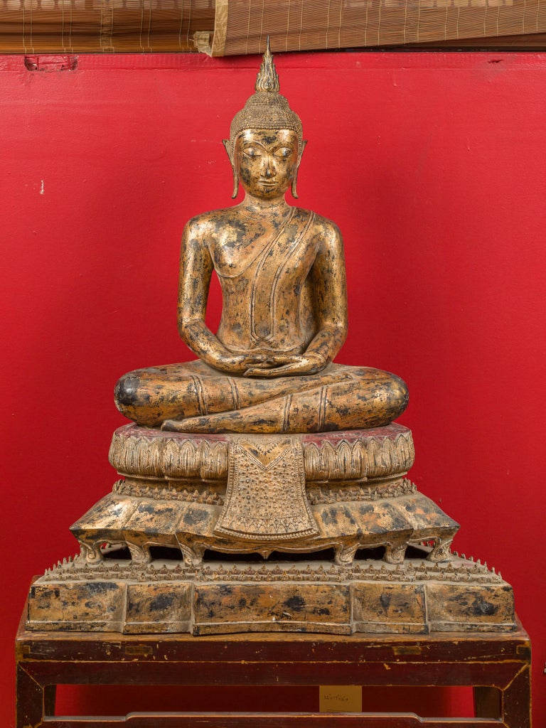 A Thai Bangkok period seated Buddha statue from the late 18th century, handcrafted out of bronze and gilded. Born in Thailand during the 1780s, this tall statue features a seated, meditative Buddha, accented with exquisite details. The pedestal in