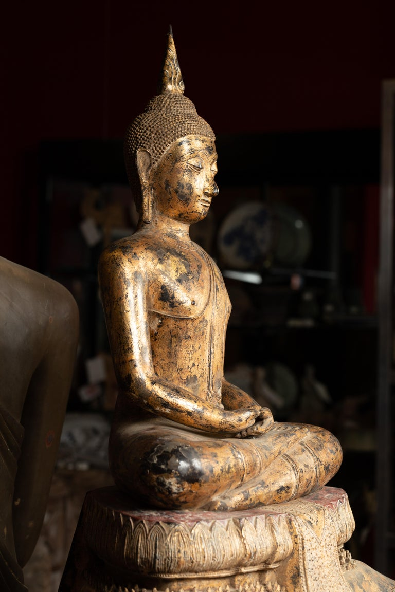 Late 18th Century Thai Gilt Bronze Meditative Seated Buddha Statue on Pedestal For Sale 2