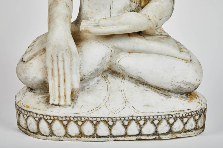 Anglo-Indian Late 18th Century White Alabaster Carved Ava Style Buddha Statue For Sale
