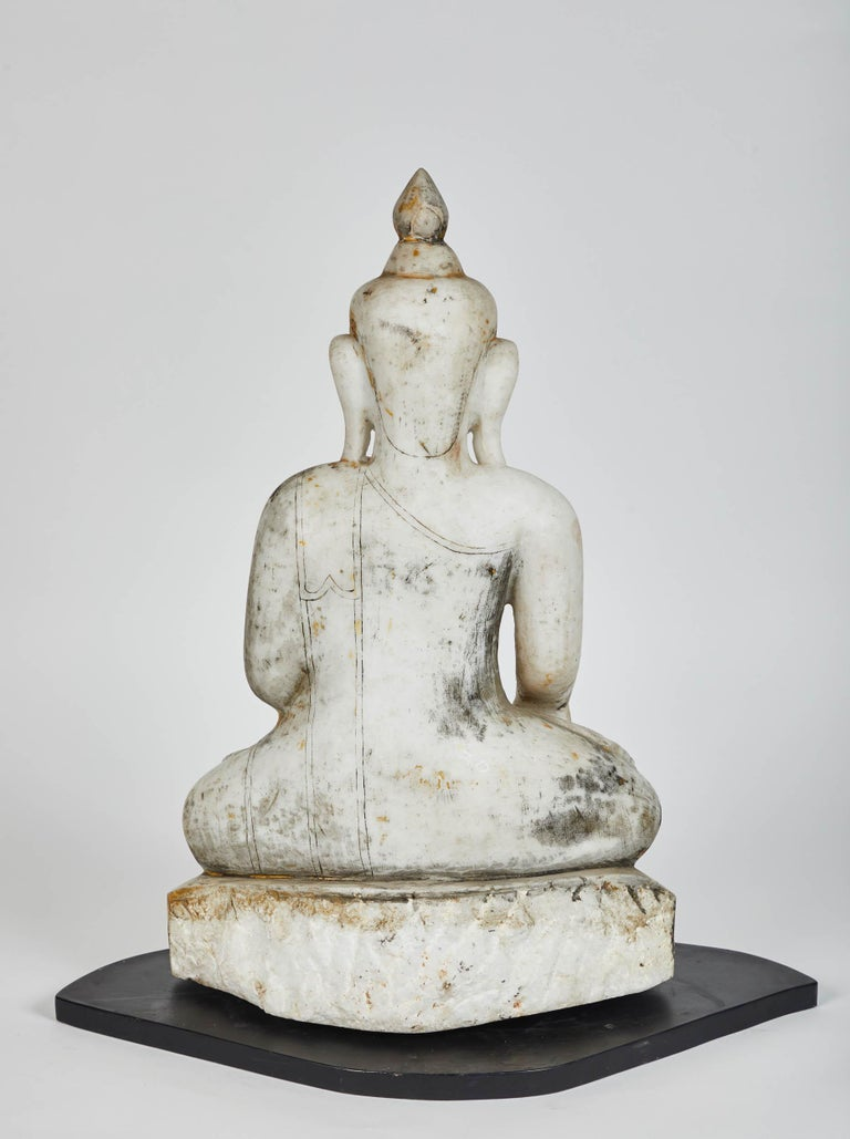 Late 18th Century White Alabaster Carved Ava Style Buddha Statue For Sale 1