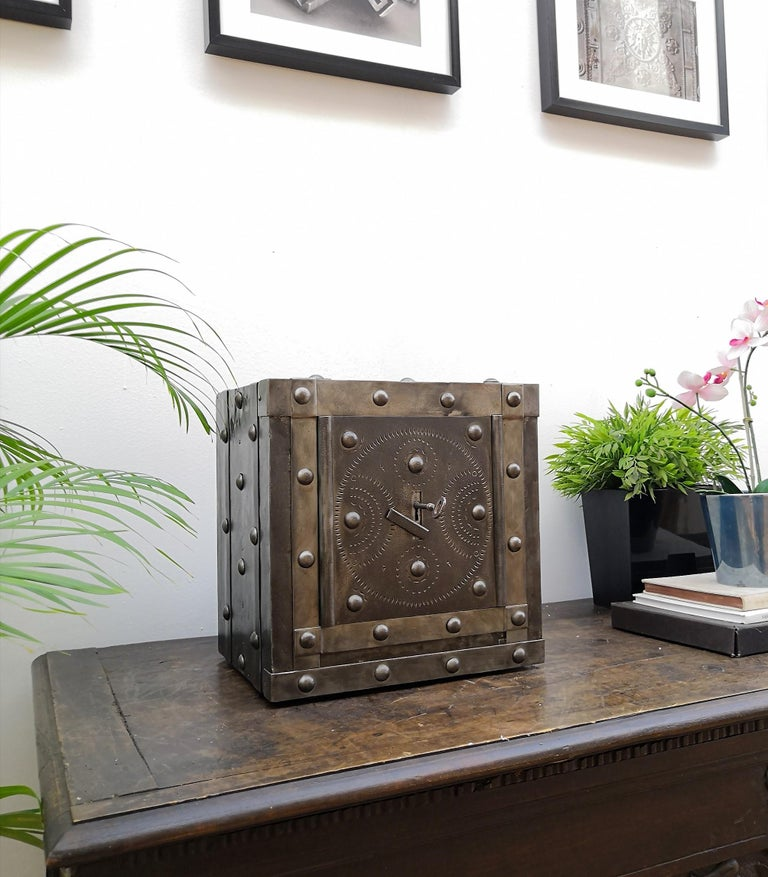 Late 18th Century Wrought Iron Italian Antique Hobnail Studded Safe Strongbox In Good Condition For Sale In Carimate, Como