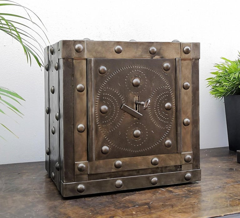 Late 18th Century Wrought Iron Italian Antique Hobnail Studded Safe Strongbox For Sale 2