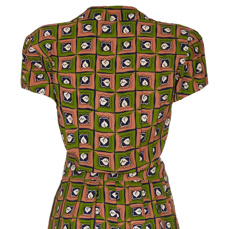 Late 1940s Very Early Suzy Perette Labelled Novelty Leaf Print Rayon Dress In Excellent Condition For Sale In London, GB