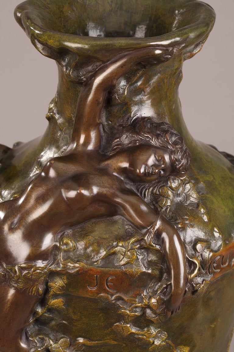 Late 19th Century Art Nouveau Bronze Vase by Marcel Debut In Good Condition For Sale In Paris, FR