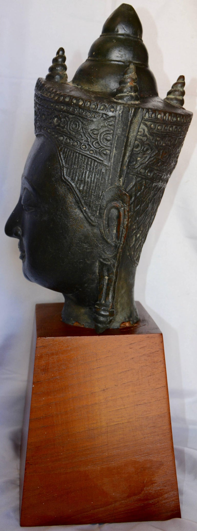 Cast Bronze Bust of Buddha on Wooden Base, Late 18th Century For Sale 6