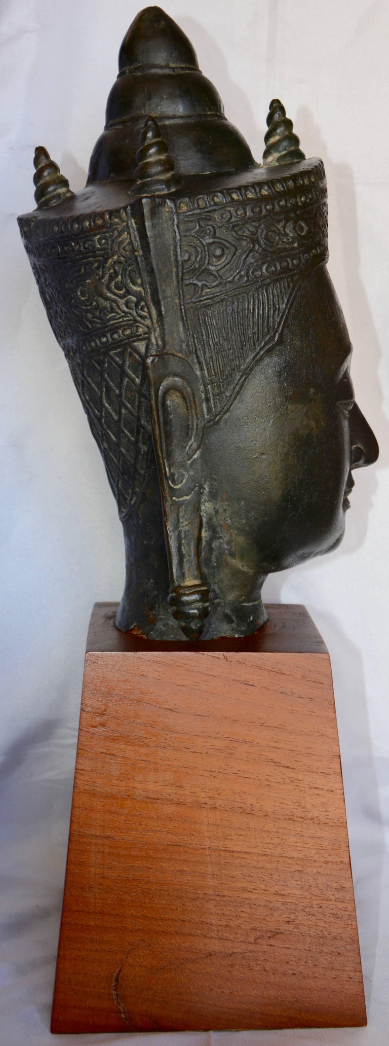 Cast Bronze Bust of Buddha on Wooden Base, Late 18th Century For Sale 2
