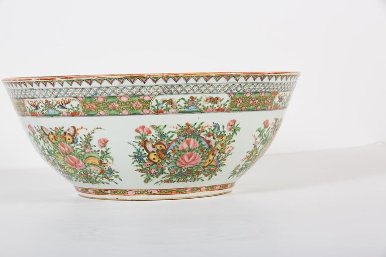 Late 19th Century Chinese Export Rose Medallion Punch Bowl In Good Condition For Sale In Dallas, TX