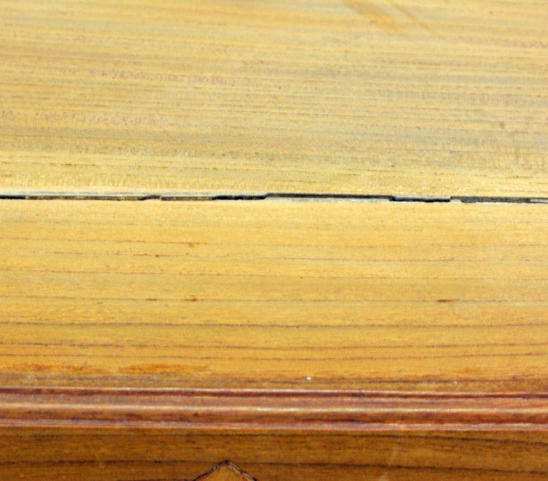 Late 19th Century Chinese Natural Color Elm Wood Desk For Sale 7