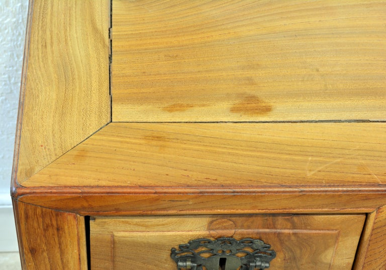 Late 19th Century Chinese Natural Color Elm Wood Desk For Sale 9