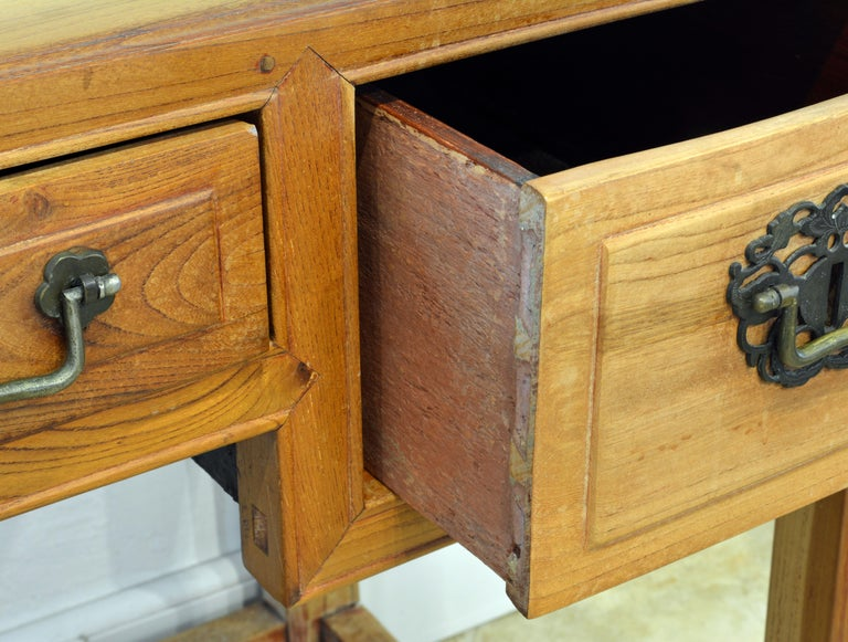 Late 19th Century Chinese Natural Color Elm Wood Desk For Sale 1