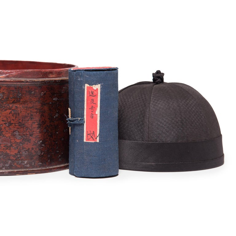 Qing 19th Century Chinese Silk Skull Cap with Gilt Lacquered Box For Sale