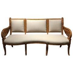 Ende des 19. Jahrhunderts Kontinentales Neoklassisches Biedermeier Maser Furnier Sofa