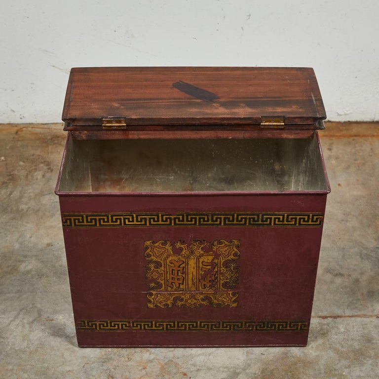 Late 19th Century English Tin and Wood Storage Box For Sale 2
