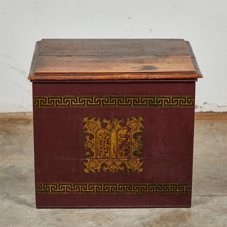 Late 19th Century English Tin and Wood Storage Box For Sale 4