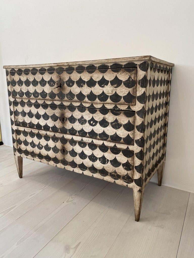 Elegant and eye-catching Italian dresser / commode / drawer furniture graphically painted in black and white. Dates from around the end of the 19th century and is a solid quality piece of furniture with 3 spacious compartments and fine tapered legs.